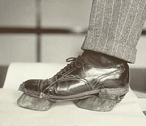 Обувь нелегального торговца спиртным (бутлегера) во времена сухого закона в США